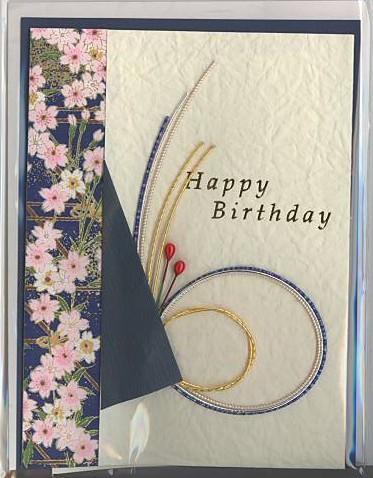 水引付きと和紙を使って表紙にしたカードです。クリーム色の表紙とは別に、メッセージ記入用の中紙が付いています。表紙には左と右に折り返しがあり、開いてその中になか紙を挟み込む仕様になっています。紺の添え紙も付ついています。