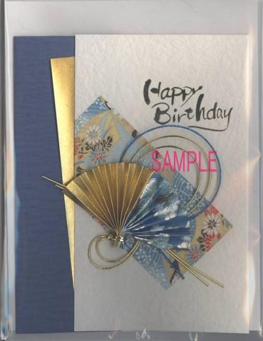 水引きと和紙を使って表紙にしたカードです。表紙とは別に、メッセージ記入用の中紙が付いています。表紙には左と右に折り返しがあり、開いてその中になか紙を挟み込む仕様になっています。
