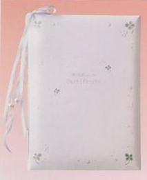 CLOTHES・PIN社もんシリーズクローバー柄の結婚証明書(48名様分の署名が可能)です。