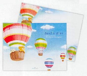 気球にのって大空を臨むリト達が描かれているレターパッドです。