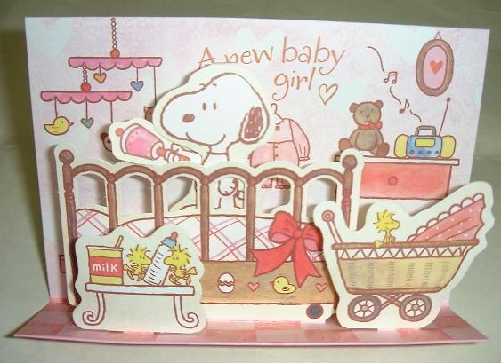 「スヌーピーがベビーベッドで寝ている赤ちゃんをあやす様子を表現した女児用立体結婚祝いカード」商品詳細紹介・注文のページへ進む